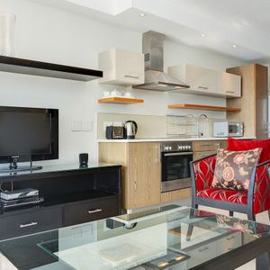 Living and TV; 205 CANAL QUAYS - Foreshore