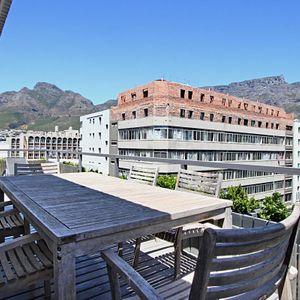 Outdoor dining; BANDAR - Cape Town City Centre
