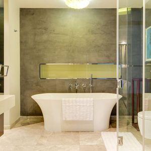 Bathroom; LE GRANDE - Bantry Bay