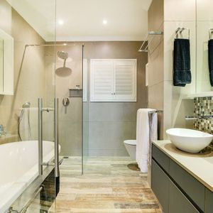En-suite to master; PANORAMA VIEWS - Camps Bay