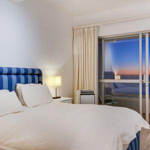 Master bedroom; Águila Views - Camps Bay