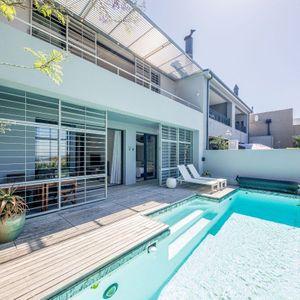 Main level swimming pool; LOADER VILLA - De Waterkant