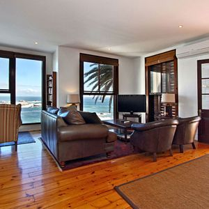 Living area & TV; TERRACE LODGE - Camps Bay