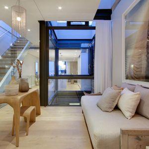 Entrance hall & seating; AFRIQUE - De Waterkant