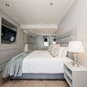 Master bedroom; SEASONS B - Camps Bay