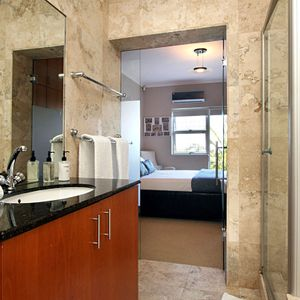 En-suite; PANORAMA APARTMENT - Camps Bay