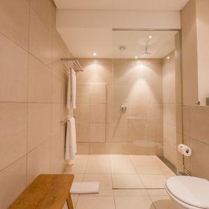 Bathroom; LOADER APARTMENT - De Waterkant