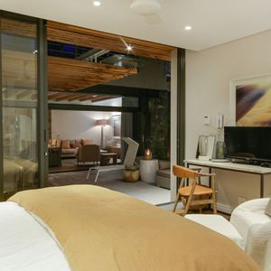Second bedroom with TV; STONE ARCH - De Waterkant