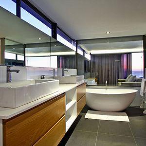 ster Bedroom En-suite Bathroom; CHEVIOTS - Camps Bay