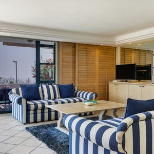 Lounge & TV; 17 on CLIFTON SEA- Camps Bay