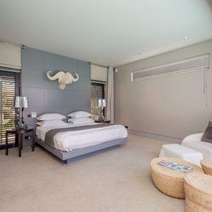 Master bedroom; LOADER VILLA - De Waterkant