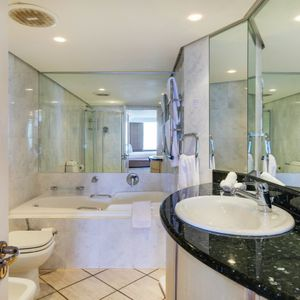 En-suite to master; 17 on CLIFTON SEA- Camps Bay