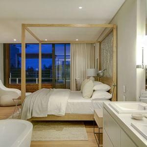 Master bedroom & En-suite; AFRIQUE - De Waterkant