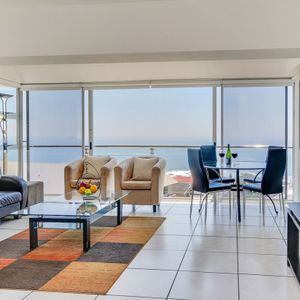 Living area & view; 270 DEGREES - Camps Bay