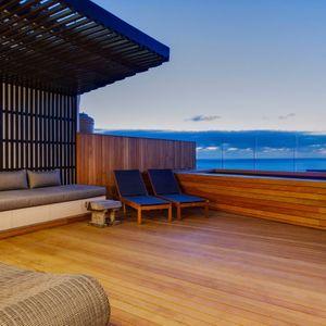 Sun loungers; MOUNTAIN VIEW VILLA - Camps Bay