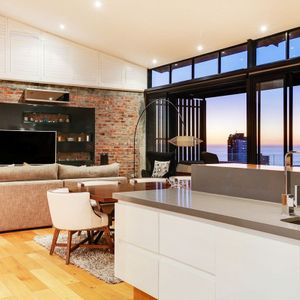 Open plan kitchen; 129 OCEAN VIEW - Green Point