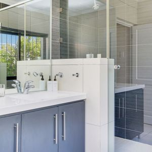 En-suite to master; BLU YONDER - Camps Bay