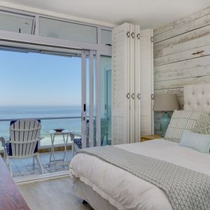 Master bedroom; SAND & SEA - Clifton