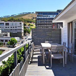 Balcony & mountain view; BANDAR - Cape Town City Centre