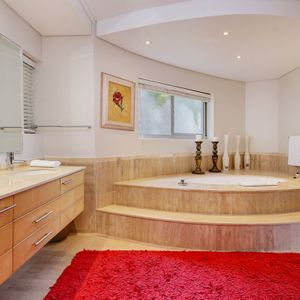 En-suite to master; CLIFTON PENTHOUSE - Clifton