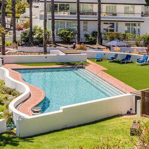 Communal swimming pool; MAJESTIC MARINA -Mouille Point