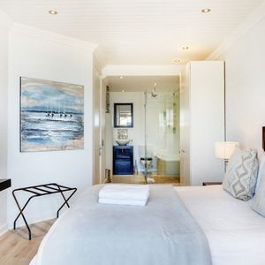 Master bedroom & en-suite; SEASONS 1 BEDROOM - Camps Bay