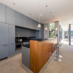 Kitchen with seating; LOADER VILLA - De Waterkant