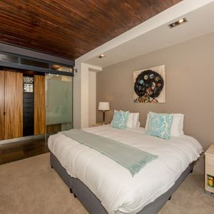 Bedroom 2 en-suite; OCEAN VIEW TREASURE -Sea Point