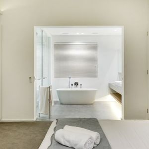 En-suite to master; SKYLINE - Camps Bay