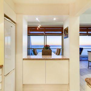 Kitchen & Views; Águila Views - Camps Bay