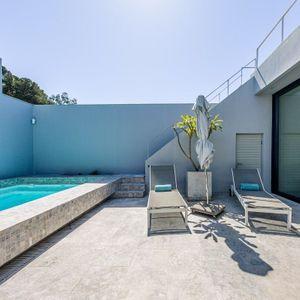 Upper pool deck; LOADER VILLA - De Waterkant
