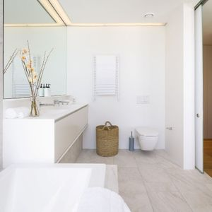En-suite to master; Topaz - Camps Bay