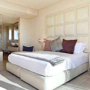 Master Bedroom & En-Suite; PEMBROKE LUXURY - V&A Waterfront Marina