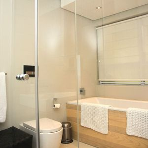 Shared bathroom; MELODY - Clifton