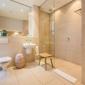 En-suite to second bedroom; LOADER VILLA - De Waterkant