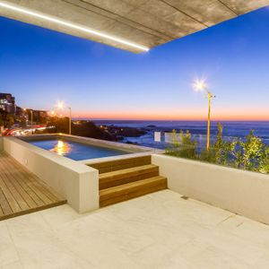 Pool & view; BLACKSTONE - Camps Bay