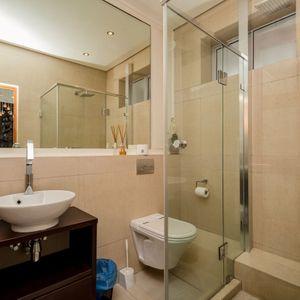Dedicated bathroom; OCEAN JAZZ -Camps Bay