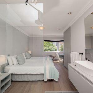 En-suite room; SEASONS B - Camps Bay