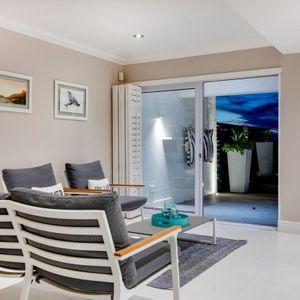 Informal lounge; MEDBURN ALCOVE - Camps Bay