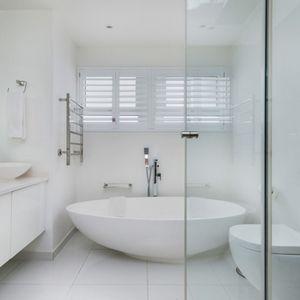 Shared Bathroom; HOUGHTON STEPS - Bakoven