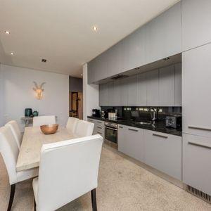 Kitchen & dining; LOADER VILLA - De Waterkant