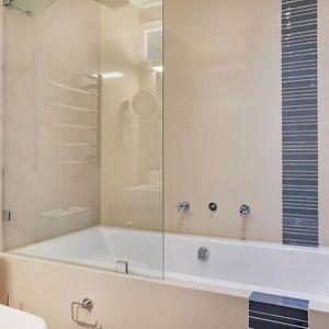 Shared bathroom; MOUNTAIN VIEW VILLA - Camps Bay