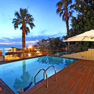 Pool; MEDBURN ALCOVE - Camps Bay