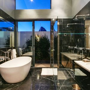 En-suite to master; CRIMSON SKY - Camps Bay