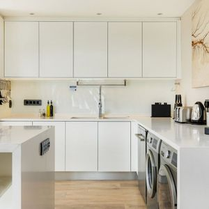 Fully Equipped Kitchen; HOUGHTON STEPS - Bakoven