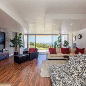 Tv lounge; OCEAN JAZZ -Camps Bay