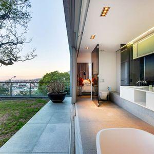 En-suite to fourth bedroom; 2 on HILDENE - Tamboerskloof