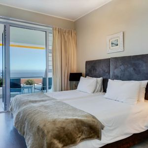 ; CAMPS BAY DRIFT - Camps Bay