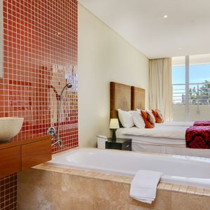 En-suite to fifth bedroom; 100 ON GENEVA - Camps Bay