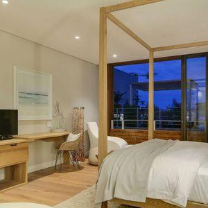 Master bedroom & TV ; AFRIQUE - De Waterkant